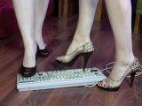 Amateurvideo Tastaturcrushing von zwei heißen Miezen von sugarKitty