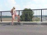 Amateurvideo Public pissen auf der Autobahnbrücke! von RosellaExtrem
