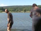 Amateurvideo Nacktbaden mit alten Sack von crazydesire86