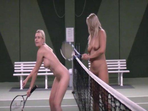 Nackt Tennis Spielen