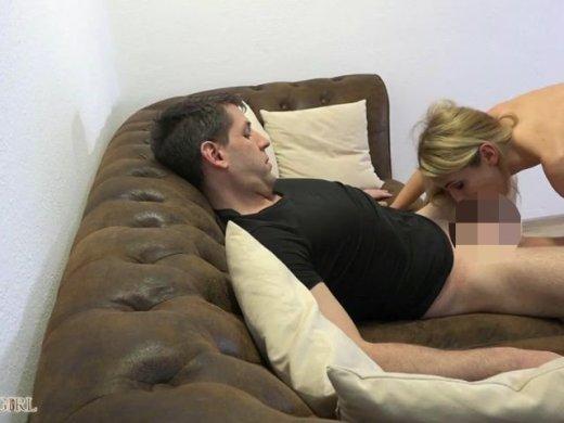 Amateurvideo Entsamt mit dem geilsten Beckenschwungritt! von seXXygirl
