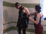 Amateurvideo Mein Leder Sklave Mädchen, Teil: Duschen von bondageangel