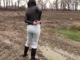 Amateurvideo Handschellen, Schlamm und Pisse in neuen treggings von bondageangel