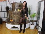 Amateurvideo Riesenschwanz plus Banane sprengt engste Fotze im Netz von Annabel_Massina