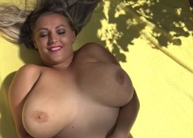 Busty_Bombastic - Ich in voller Groesse