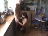 Amateurvideo Blowjob in der Küche from sexyandhot