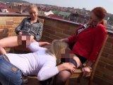 Amateurvideo Orales Vergnügen auf dem Balkon! von BlondeBabe