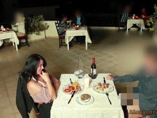 Amateurvideo Public extrem! Mitten im Restaurant gefickt 3x gespritzt! von Alexandra_Wett