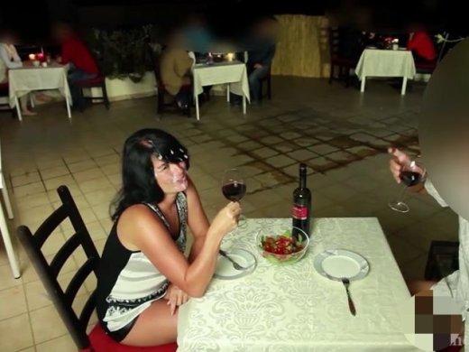 Amateurvideo Public Extrem! Doppelte Spermabombe mitten im Restaurant von Alexandra_Wett