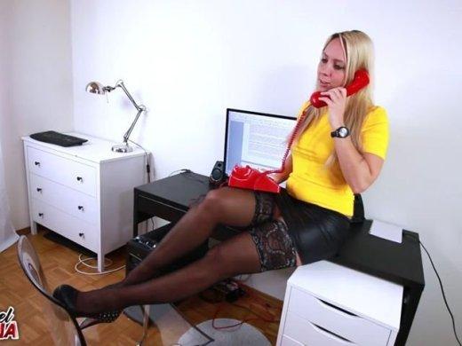 Amateurvideo Freifick fürn Chef – After Work Fuck Kollegen sind auf Za from Annabel_Massina