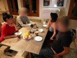 Amateurvideo 18 Jährigen beim gemeinsamen Abendessen entjungfert von Alexandra_Wett